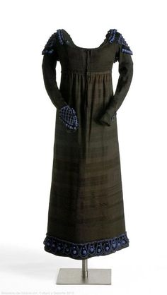 Dress    1800s    Museo del Traje.   .....I just love this and it's still in fashion !!