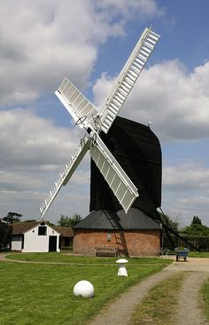 Outwood Windmill in Surrey, England built in 1665 is the oldest working mill in Great Britain Holland Windmills, Old Windmills, Farm Photography, Travel Photography, Tilting At Windmills, Water Powers, Water Mill, Country Landscaping, Le Moulin