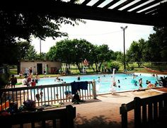 Brentwood Pool is one of #D7ATX's great aquatics resources. For more info on #atx pools and scheduling: https://austintexas.gov/pools.