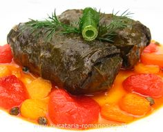 ''Sarmale'' in grape wine leaves Wine Leaves, Pork Mince, Romanian Food, Tomato Paste, Lunches And Dinners, Pot Roast, Bacon Chocolate, Favorite Recipes, Stuffed Peppers