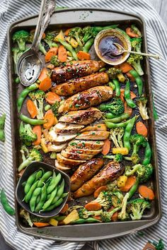 Sheet Pan Teriyaki Chicken with Vegetables is a delicious dinner under the wo . - Sheet Pan Teriyaki Chicken with Vegetables is a delicious weekday dinner in a pan. Healthy Vegetables, Chicken And Vegetables, Veggies, Roasted Green Vegetables, Dinner With Vegetables, Recipes With Vegetables, Fresh Vegetables, Sheet Pan Suppers, Clean Eating
