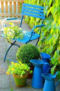 Color azul y verde Dream Garden, Garden Art, Garden Design, Dame Nature, Outdoor Living, Outdoor Decor, Garden Chairs, Plantation, Garden Inspiration