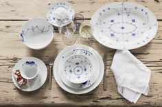 Simple scandinavian table setting with Blue Fluted Plain, Blue Fluted Mega and White Fluted - Royal Copenhagen