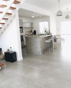 Porcelanato Bauhaus Cement 60x60, da @portobello_sa 60 x 60 x 1 cm…