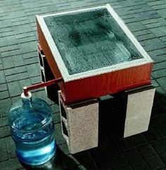 Water Storage New skills for survival : How to Make a Solar Still. Make your own distilled water from stream or lake water, salt water, or even brackish, dirty water, using these DIY Solar Still plans Homestead Survival, Survival Prepping, Emergency Preparedness, Survival Skills, Survival Gear, Survival Stuff, Emergency Water, Outdoor Survival, Doomsday Prepping