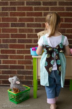 love the big bow scout sewing. Sewing Patterns For Kids, Sewing Projects For Kids, Sewing For Kids, Sewing Crafts, Apron Tutorial, Bead Sewing, Sewing Aprons, Kids Apron, Crafts For Girls
