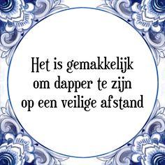 Tegeltjes spreuken: Het is gemakkelijk om dapper te zijn op een veilige afstand - Bekijk of bestel deze Tegel nu op Tegelspreuken.nl