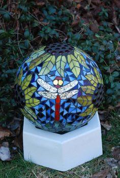 Gazing Ball 3 Dragonflies in the Sunflowers Stained Glass Mosaic Garden Sculpture Bowling Ball Crafts, Bowling Ball Garden, Mosaic Bowling Ball, Bowling Ball Art, Mosaic Garden Art, Glass Garden Art, Mosaic Art, Mosaic Glass, Mosaic Tiles