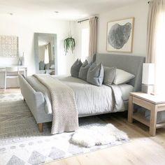 Upholstered Sleigh Bed – Room ids – einrichtungsideen wohnzimmer Master Bedroom Design, Bedroom Inspo, Home Decor Bedroom, Bedroom Designs, Modern Master Bedroom, Beds Master Bedroom, Bedroom Wall, Classic Bedroom Decor, Master Suite