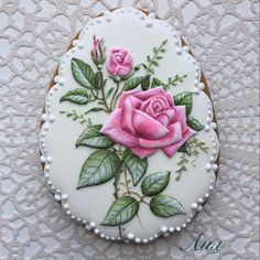 Beautiful pink roses decorated cookie for Mother's Day, anniversary. #decoratedcookies #CookieArt
