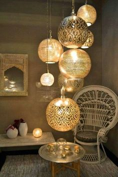 Dot these moroccan lanterns around outside for that balmy for Decoration maison islam