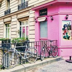 """""""Vintage bikes in Montmartre. Charming pic by @micmatik"""