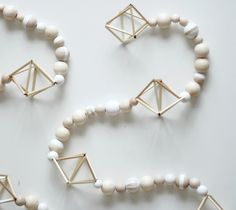 Pinjacolada: My Scandinavian Christmas DIY decoration himmeli and wooden bead garland