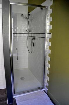 gite design en bord de mer binic - Les Maisons de Victoire Location, Bathtub, Bathroom, Design, Brittany, Glamour, Houses, Everything, Standing Bath