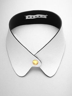 detachable collar: white on black neoprene + simple gold button embellishment?marni detachable collar: white on black neoprene + simple gold button embellishment? Leather Accessories, Leather Jewelry, Leather Craft, Fashion Accessories, Collar And Cuff, Collar Necklace, Leather Collar, Neck Collar, Round Collar