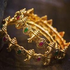 bracelet amour cartier or rose ou or jaune Crystal Jewelry, Diamond Jewelry, Gold Jewelry, Jewelry Sets, Baby Jewelry, Handmade Jewelry, India Jewelry, Chain Jewelry, Pendant Jewelry