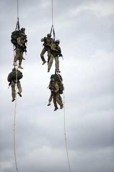 A pilot of a CH-47 Chinook helicopter lifts U.S. Soldiers off the ground during a training event at Eglin Air Force Base, Fla., Feb. 5, 2013. The Green Beret Soldiers with Operational Detachment Alpha, assigned to the 7th Special Forces Group (Airborne), practiced the Special Purpose Insertion Extraction (SPIE) technique, used to rapidly insert or extract Soldiers from terrain that does not allow helicopters to land. (U.S. Army photo by Spc. Steven Young/Released)
