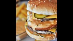 This big mac sauce recipe will take your burgers to the next level. Get your fast food fix at home with this stunning replica of the Big Mac. Big Mac Sauce Recipe Copycat, Homemade Big Mac Sauce, Copycat Recipes, Sauce Recipes, What To Make, Mediterranean Recipes, Vegetarian, Sloppy Joe, Salad Dressings