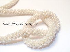 Tutorial per realizzare spirali di perline con l' uncinetto! http://www.facebook.com/pages/Linee-Alchemiche-Bijoux-Hand-Made/10150122536280445 http://lineeal...