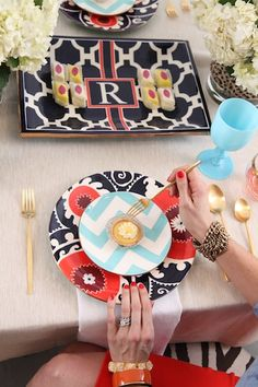 Art Deco for this table setting - great design highlighted by colour to show it all off. JH