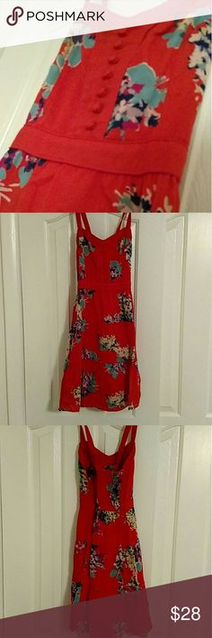 FLASH SALE American Eagle Dress Cute summery AE dress! Has some button detail going down the front. The straps in the back cross over each other. In great condition! American Eagle Outfitters Dresses