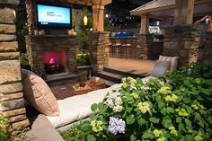 "2014 Philadelphia Flower Show  EP Henry Exhibit: ""The Art of Outdoor Living"""