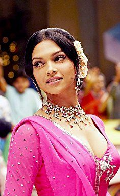 Deepika Padukone In Om Shanti Om 2007 Bollywood Celebrities Bollywood Actress Deepika Padukone Hair