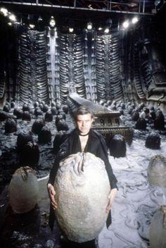 HR Giger on set of Alien 1979 Alien 1979, Alien Artist, Art Alien, Alien Films, Aliens Movie, Pet Sematary, Xenomorph, Alien Ridley Scott, Hr Giger Alien
