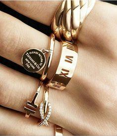 Y e s. P l e a s e #tiffanyandco #goldtiffany #gold #fashion #breakfastattiffanys #yesplease #style #fashionista