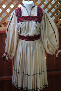 Ia Noastra/ The Romanian Blouse from Oas Folk Fashion, Vintage Fashion, Folk Costume, Costumes, Traditional Clothes, Historical Costume, Origins, Blouses For Women, Folk Art