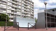 """This is """"Idents France 3 été - Tortue / Half-Pipe"""" by Cube Creative on Vimeo, the home for high quality videos and the people who love them. Cubes, Channel Branding, Core French, France 3, Multi Story Building, 2013, Tv, Creative, Banisters"""