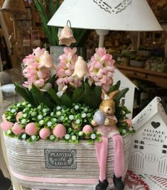 60 Outdoor Easter Decorations ideas which are colorful and egg-stra special Easter Outdoor decorations are the best way to bring in the Spring and Easter vibe in your home .Check out Outdoor Easter Decorations Ideas for Easter Party. Easter Garland, Easter Tree, Easter Wreaths, Easter Eggs, Diy Easter Decorations, Outdoor Decorations, Easter Centerpiece, Thanksgiving Decorations, Diy Osterschmuck