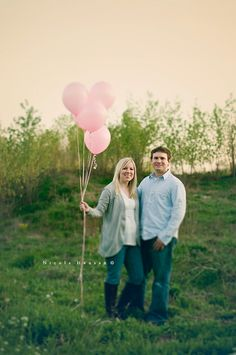 Gender Reveal Photo Session - such a cute way to announce a pregnancy too!