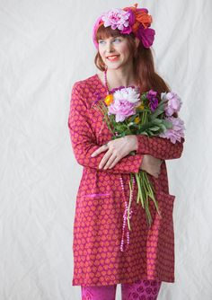 """Gro"" tunic in eco-cotton/spandex Useful long-sleeved tunic with the gorgeous ""Gro"" floral print. Made from our lovely eco-cotton with front pockets and contrasting color at the neck and pockets. Available in three delightful colorways. Figure-fit, but standard fit at the bottom. Length: M 33¾"""