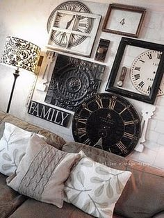 Clock wall art ~ clock faces, empty frames and old window, door knobs ~ this is creative! (don't like the lampshade or the pillows :( . 3d Wall Art, Wall Collage, Rock Around The Clock, Wall Groupings, Empty Frames, Style Deco, Deco Design, My New Room, Home Interior