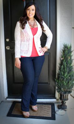 3 Summer Outfits for the Curvy Girl. plus size fashion you could put a bright colored t-shirt under a lace top Curvy Girl Fashion, Look Fashion, Plus Size Fashion, Fashion Ideas, Fashion Black, Petite Fashion, Fall Fashion, Fashion Trends, Plus Size Work