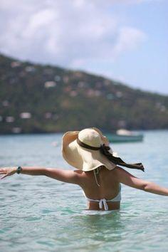 Chapéu de palha, um mar e eu.... PAZ!!!