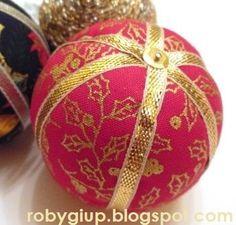 RobyGiup Handmade: Palline di polistirolo rivestite di stoffe natalizie e nastrino dorato  - Polystyrene balls covered with Christmas fabrics and golden ribbon.