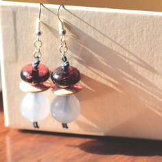 O.9.2015 - Orecchini pendenti con bottoni vintage e perle in resina - Linea 'Le marionette della felicità', by Le coucou magnifique, 8,00 € su misshobby.com