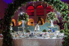 Un giardino incantato accoglie la confettata che rievoca la magia di un romantico incontro. | Cira Lombardo Wedding Planner