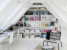 Home office no sótão. Designer: Anna Marselius. Fotógrafo: Kristofer Johnsson.