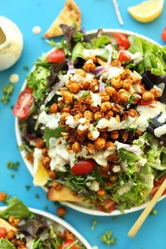 All of the flavor of a chickpea shawarma sandwich in a salad! Mediterranean-spiced chickpeas, fresh salad, and a Garlic Dill dressing! A flavorful, filling, plant-based meal. Best Vegan Salads, Healthy Salads, Healthy Recipes, Healthy Eating, Easy Recipes, Baker Recipes, Wine Recipes, Salad Recipes, Mediterranean Diet Recipes