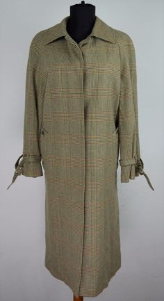 Aquascutum Trench Coat. Cloth   100% wool. Good condition with no visible  flaws 05680ea030f1