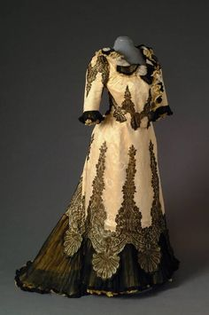 Victorian Edwardian Dress c. 1900-1905. Yellow satin and white tulle, machine made embroidery and machine made black lace. Antwerp Fashion Museum (Mode Museum) MVT483AB.