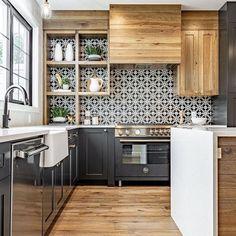 Black Kitchens, Home Kitchens, Kitchen Black Tiles, Black And White Backsplash, Charcoal Kitchen, Patterned Kitchen Tiles, White Tile Backsplash, Kitchen Tiles Design, Updated Kitchen