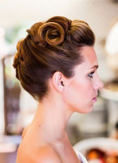 Vintage Updo Hairstyle for Formal Occasions