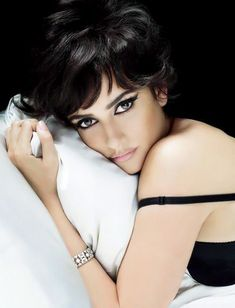 Penelope Cruz, photo by Mert and Marcus, Vanity Fair, 2009 Boudoir Poses, Boudoir Photography, Grace Kelly Films, Beautiful People, Beautiful Women, Gorgeous Eyes, Gorgeous Makeup, Simply Beautiful, Beauty Hacks