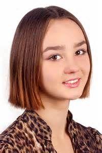 Hubsche Jugendliche Glattes Haar Mit Frisuren Kurz Bis