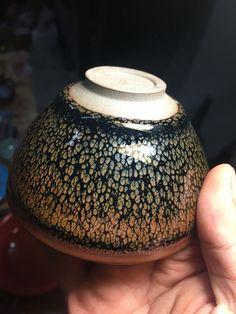 Oil spot tenmoku glaze - maybe I could make something similar using a splattered wax resist? Slab Pottery, Glazes For Pottery, Pottery Mugs, Ceramic Pottery, Ceramic Art, Thrown Pottery, Ceramic Bowls, Ceramic Techniques, Pottery Techniques