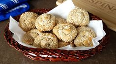 How to make Koulourakia (Greek Sesame Biscuits) Greek Sweets, Vanilla Essence, Biscuits, Stuffed Mushrooms, Dishes, Make It Yourself, Baking, 1 Cup, Breads
